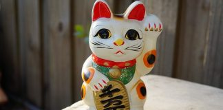 maneki neko gatto portafortuna
